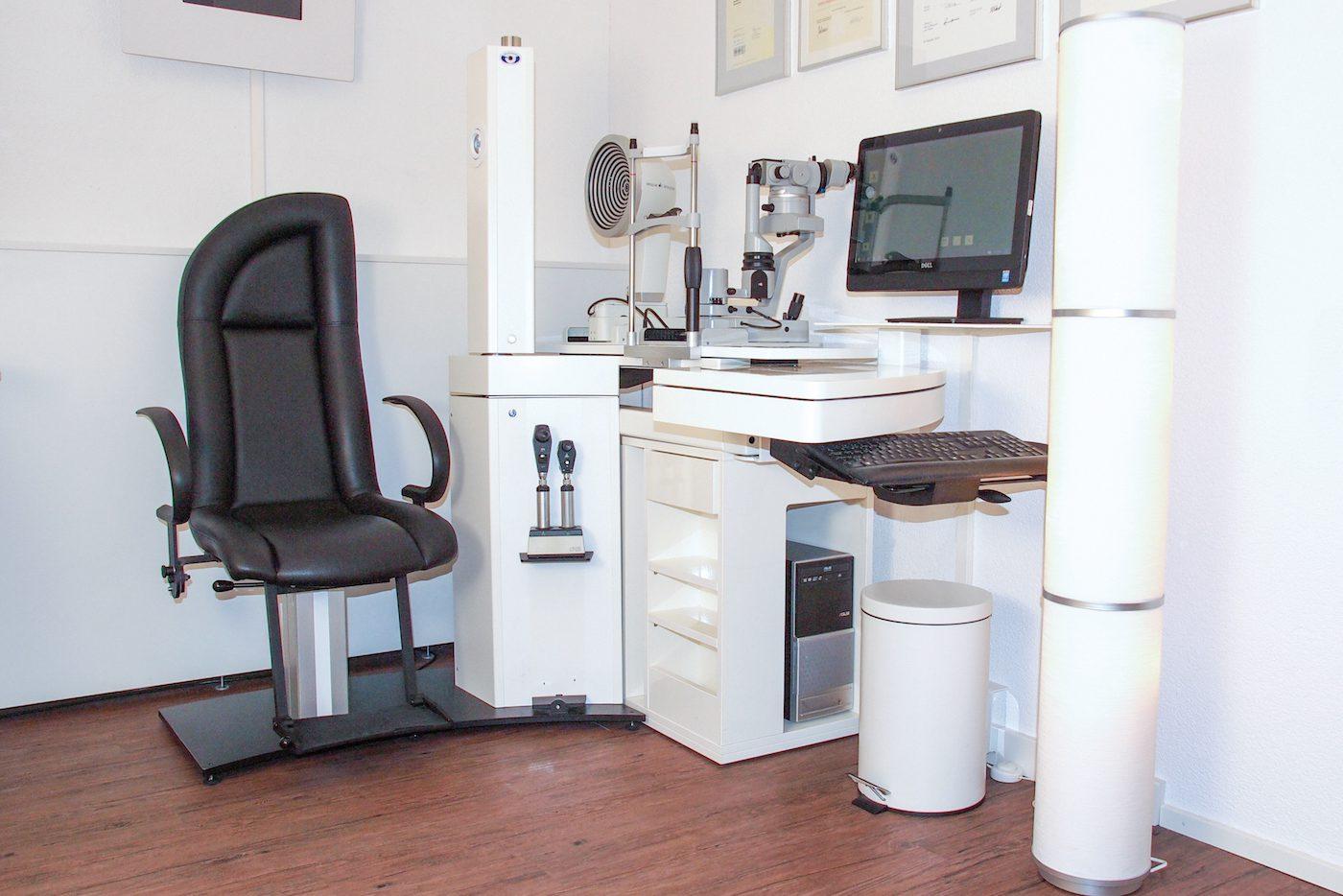 Behandlungsstuhl Augenoptiker und Messtechnik
